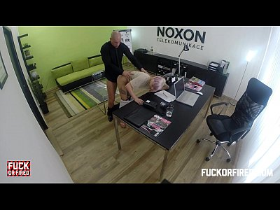 chicas follando con Slutty blonde fucking to keep her job