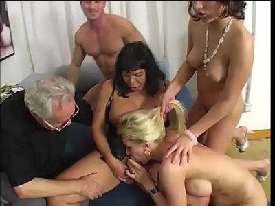 porno en español xxx de The lustful new family #2