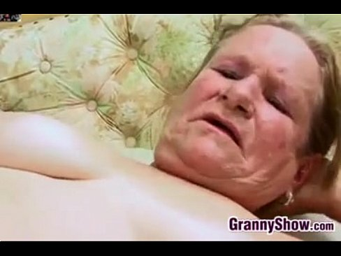 Old Grandma With Glasses Fingering Hairy Pussy Vidéo
