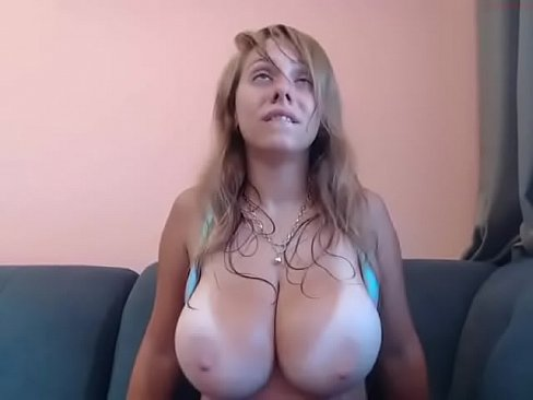 amateur mom shaking tits