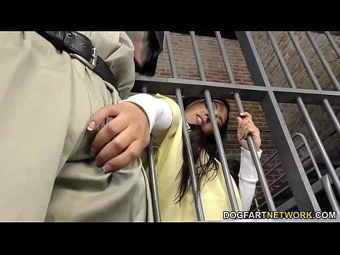 Заключенные трахают женщин, порно такси в чехии