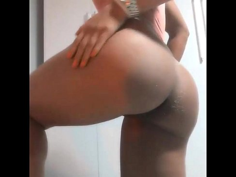 hot girl showing big ass - deliciouscamgirls.net's Thumb