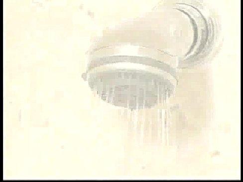 年青後母奶超大 兒子偷窺洗澡強幹
