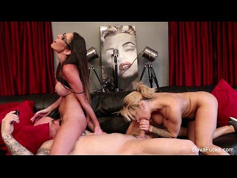 Best porno Vidz pantyhose penis licking