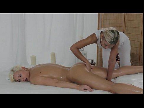 blonde pussy fingered by masseuse until gets orgasm