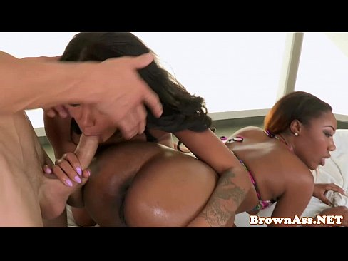 Black booty threeway with babes pussyfucked
