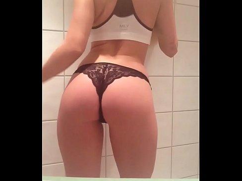 amateur young gf in thong bikini snapchat pics
