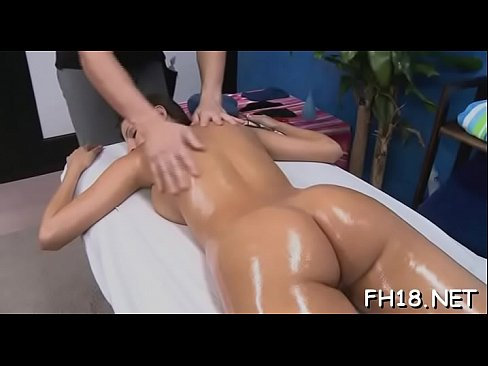 Pretty sexy gets undressed for her raunchy massage