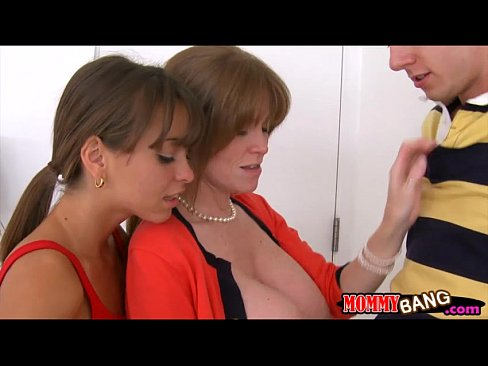 Darla Crane and Riley Reid hot threesome in the bedroom