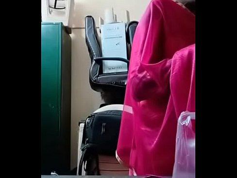 Swathi naidu in pink saree getting ready's Thumb