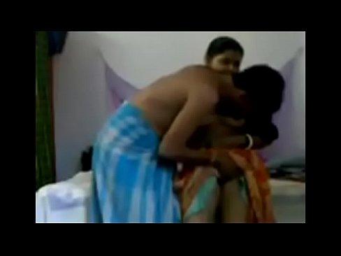 Saree mai bhabhi ki chudai ki Hindi blue film - Antarvasna Clips