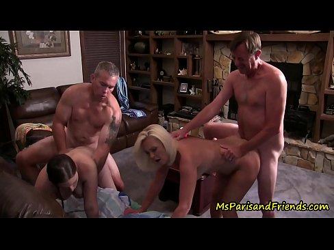 porno-italiya-zrelie-pomenyalis-muzhyami-foto-konchayut-po-ocheredi-v-pizdu