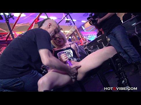 devka-zhestko-masturbiruet-sebe-smotret-onlayn-seks-vladimire