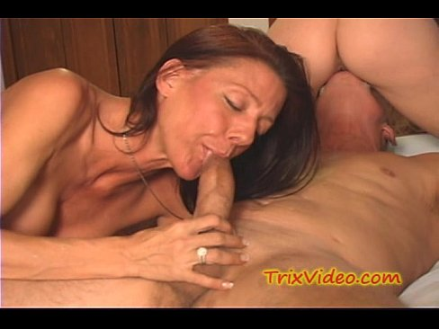 Milf eats her FIRST cream pie