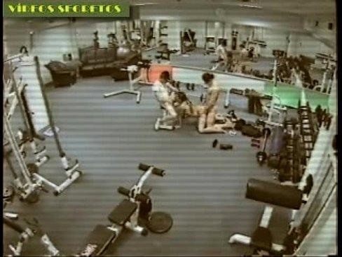 porno-v-sportzale-kamera-nablyudeniya-statya-o-zhenskoy-masturbatsii-anala