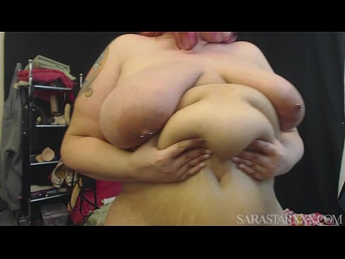 Curvy MILF Plays With Her Fat Belly's Thumb