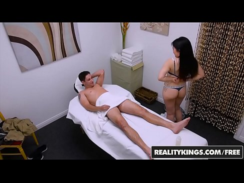 Full body massage leads to outstanding sex