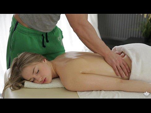 Milana Fox has sex on massage table - FantasyMassage's Thumb