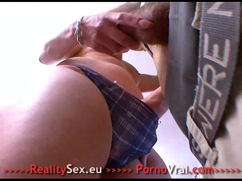 Une mature avec une jeune (french lesbian)