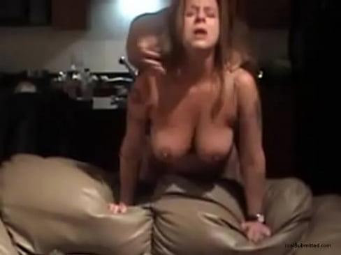 Namorada milf levando gostoso e gemendo no sexo - pornfree.com.br