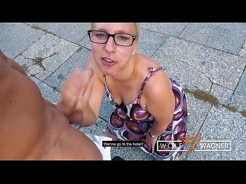 Britta aufgerissen und im Hotel gefickt
