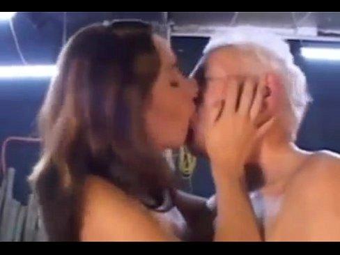 Порно Старики Ебут Молодых Групповуха