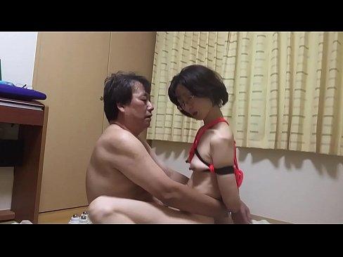 【個人撮影】熟年夫婦の営みで素人妻が亀甲縛り!omannkoに挿入して騎乗位で乱れる姿を晒された熟女動画無料