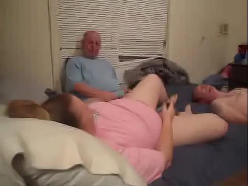 Отец и сын трахают мать смотреть онлайн