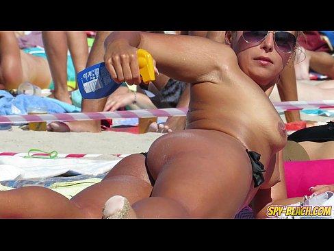 Close-Up Video Gorgeous Topless Voyeur Beach