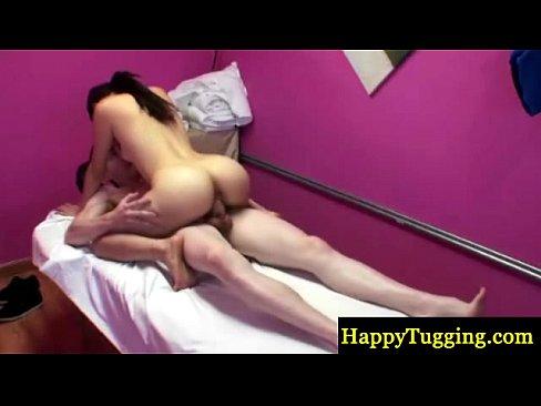 Счастливый массажист порно