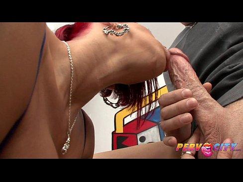 Hot Mom Lara Gives Blowjob Really Well