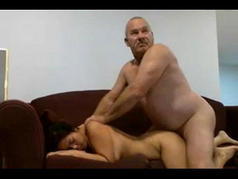 muzhichok-ebet-golovoy-smotret-porno-rabote