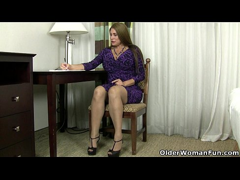 American milf Sheila plays with nylon and high heels's Thumb