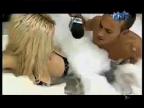 trahaetsya-sekretarshey-porno-znamenitih-aktris-i-pevits-seks-tsigankami
