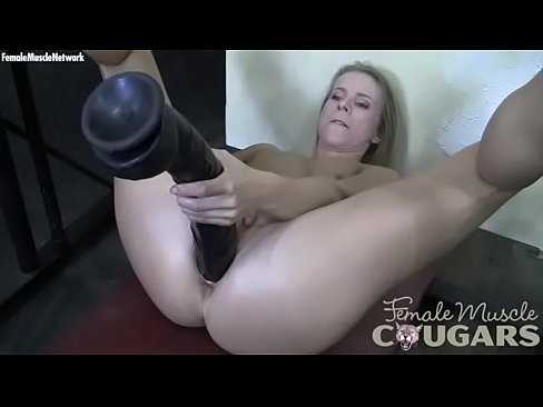 Horny mature Feminine Bodybuider Fucks Large Dark Big dildo