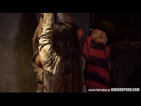 Freddy verkracht bloedgeile tiener
