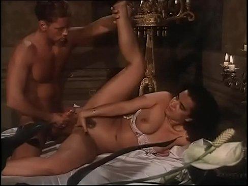 Женщины итальянские порно актеры где герой фильма антонио мафиози на острове подругу стрингах