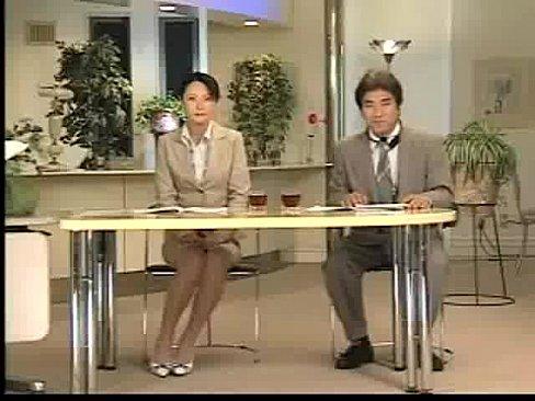 XVIDEO ニュースキャスターがいきなり全裸