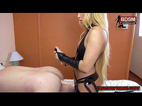 Deutsches BDSM Teen gibt ihren 1. Fetisch Unterricht mit Facesitting Strapon
