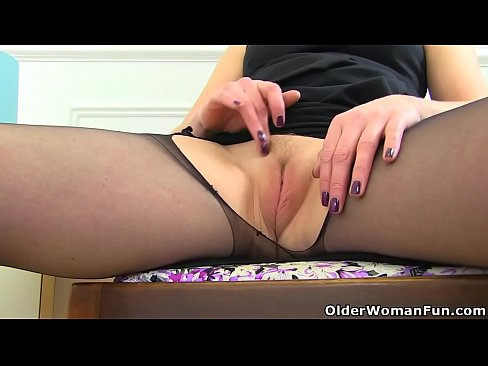 girls putting finger inside the pussy