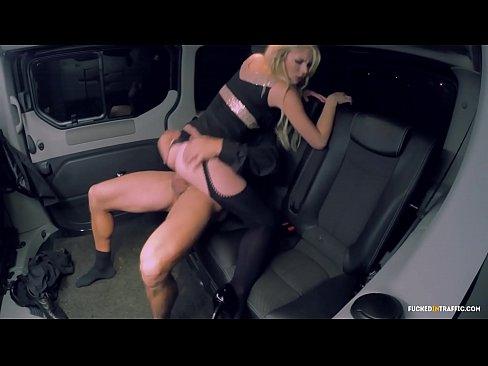 Смотреть ебет бабу в машине