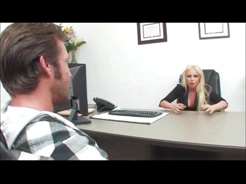 Секс с начальницей фермершей работает