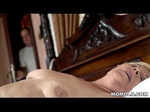 cover video Young Guy Wa tches A Masturbating Granny