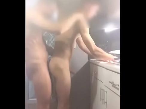 Comendo namorado na cozinha amador-42 sec