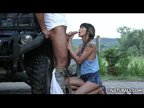 Kim sesso video grandi vengono succhiato