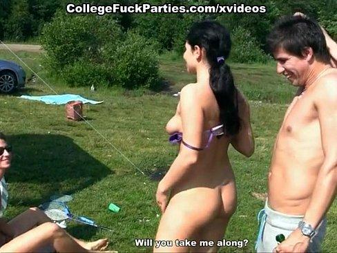 naked-women-at-picnics