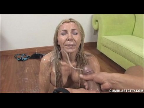 Lots of cum for milf