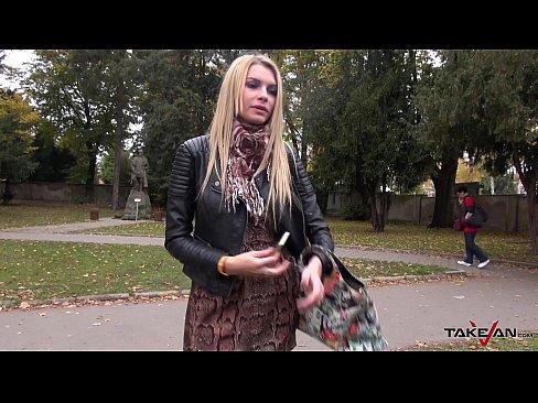 filmi-syuzhetom-trahayu-lyubovnitsu-v-mashine-foto-vospitatelem-onlayn-eroticheskoe
