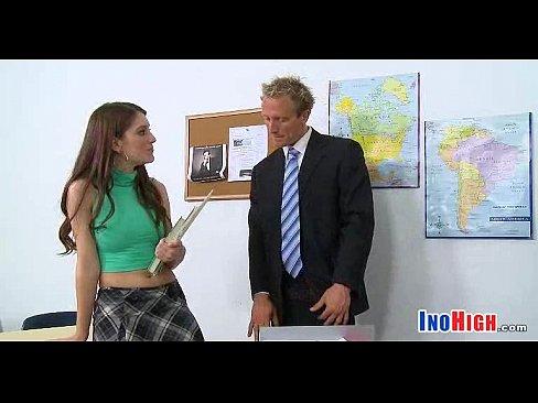 Video bokep Petite schoolgirl fuck 18 14 81