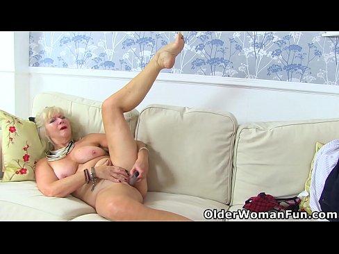 Old milf Sapphire Louise pleasures her wet cunt